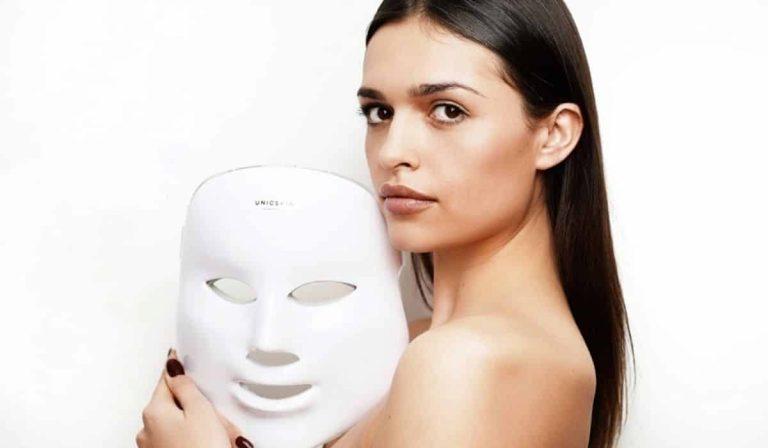 Máscara de terapia de luz para rejuvenecer el rostro