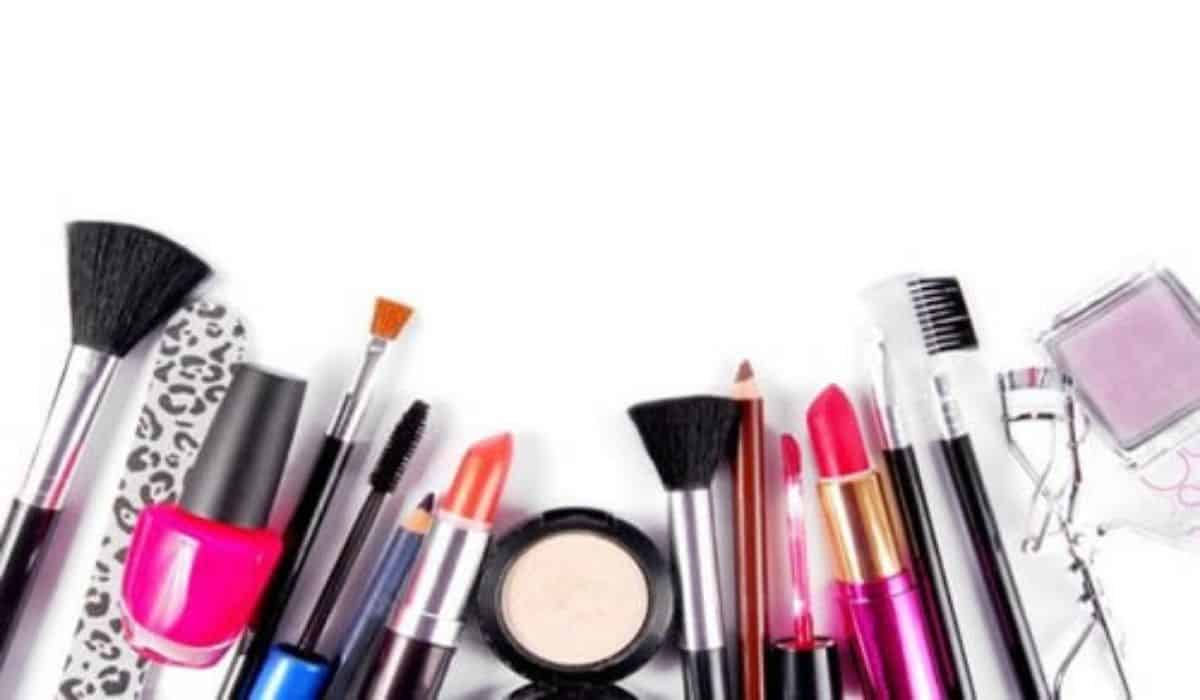 Productos de belleza femenina que no pueden faltar en tu cartera